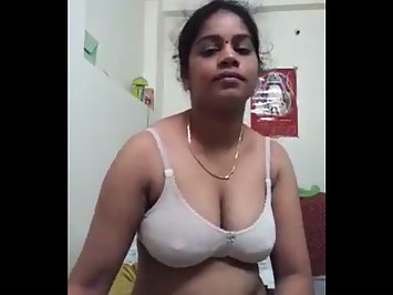 Indian Bhabhi Posing Nude And Fucking