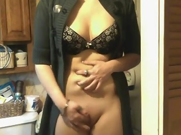 Petite Indian Aunty Masturbate In Lingerie