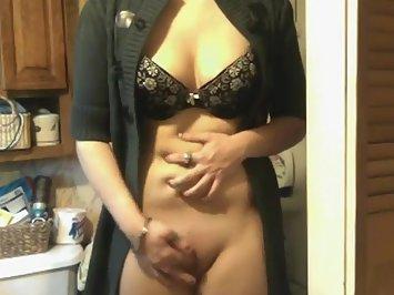 Petite Indian Aunty Masturbate In Lingerie