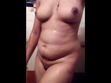 Super Hot Hot Luscious Desi House Wife Shower