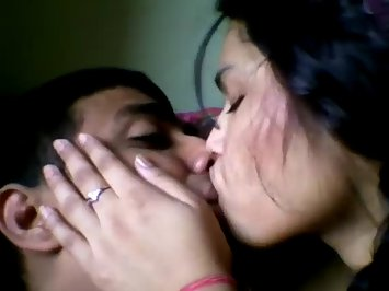 Indian GF Sex Desi Couple Passionate Kissing