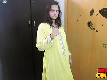 Sonia Bhabhi Stripping Shalwar Kameez For Sex