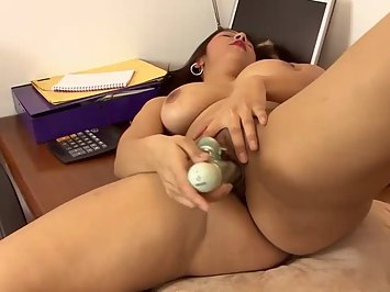 Super Hot Desi Wife Asha Khan Nude Masturbation